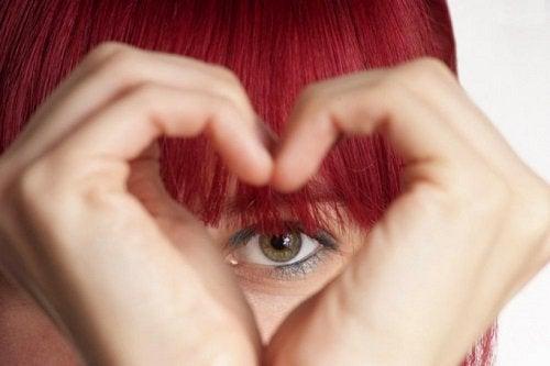 даруйте щиру любов тим, хто вас оточує
