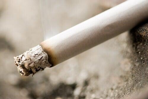 відпалена сигарета
