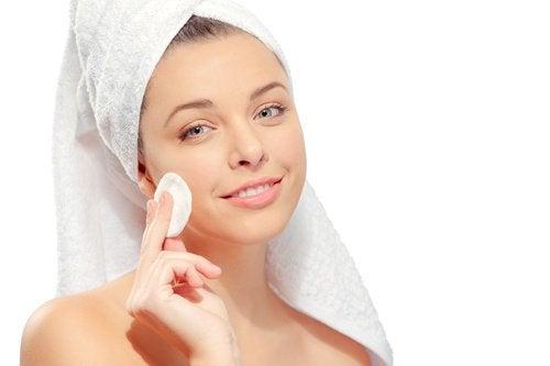 домашній тонік для догляду за шкірою