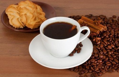 кава та філіжанка кави