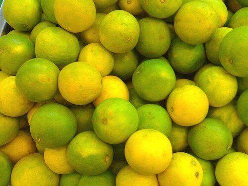 велика кількість лимонів
