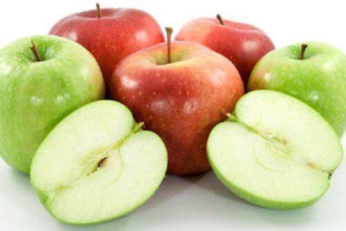 червоні та зелені яблука