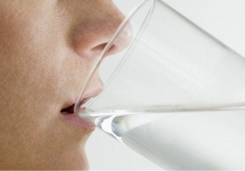 пити воду зранку