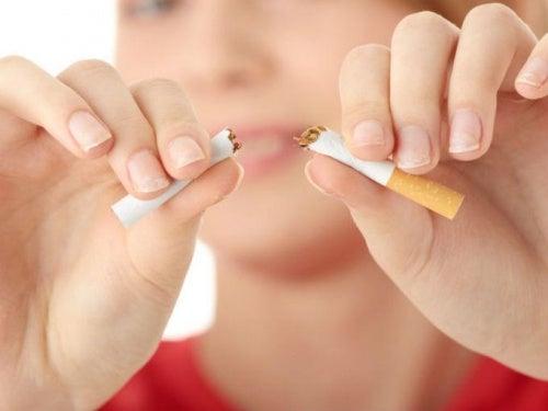 куріння це причина провисання грудей