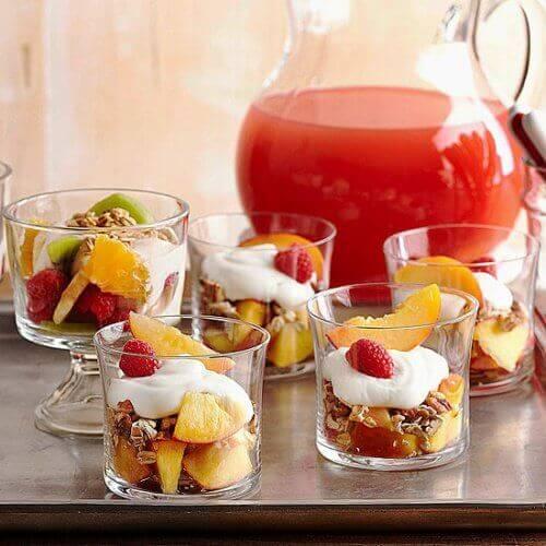 йогурт з фруктами