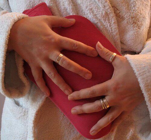 біль у животі в період менструації