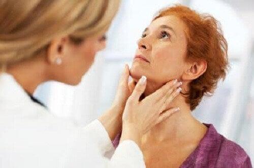 причини захворювання щитоподібної залози
