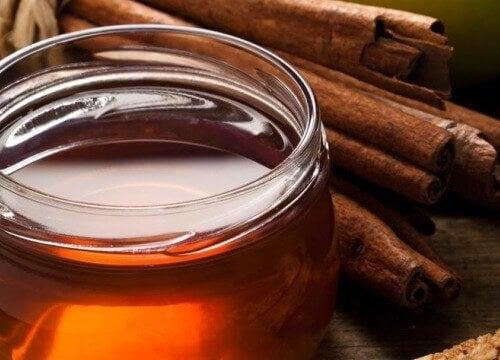 мед та кориця
