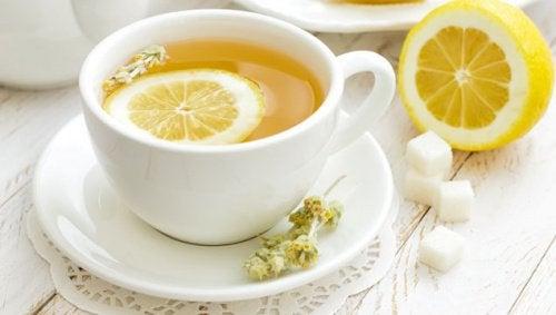 Чай з лимоном знімає головний біль