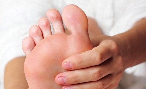 масаж стопи для зняття судоми ніг