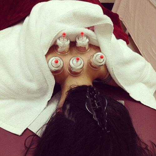 масаж банками для спини