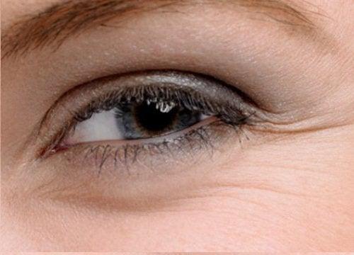 часто кліпати очима