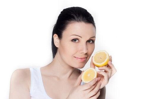 Лимонна вода корисна для шкіри