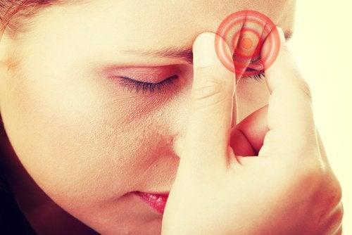 Мігрені у жінок: причини та лікування