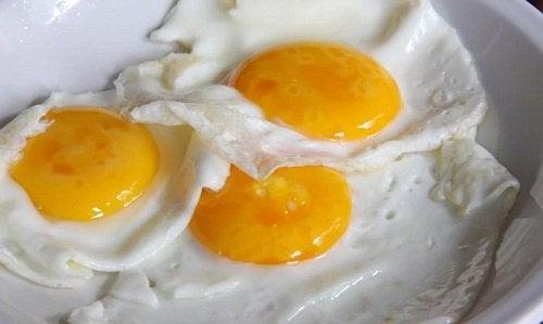 три смажених яйця