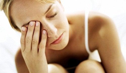 виснажена жінка
