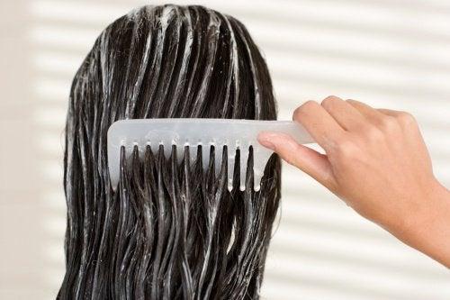 Як доглядати за волоссям перед сном