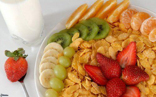 пластівці з фруктами
