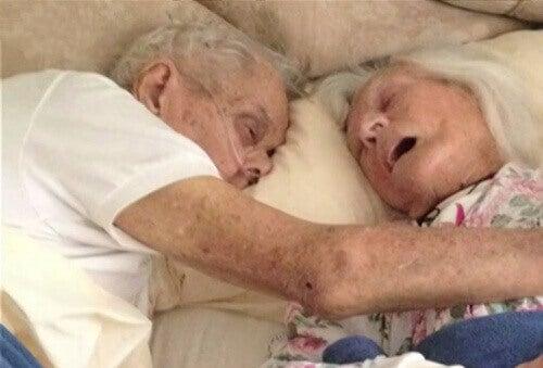 Справжня любов: пара, одружена 75 років, помирає в одному ліжку
