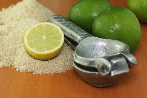 Лимон як спосіб пом'якшити п'яти