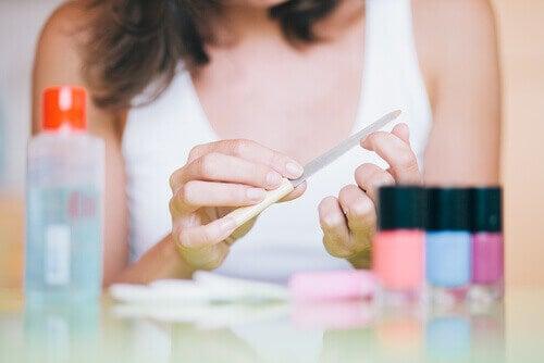 косметичні засоби для нігтів