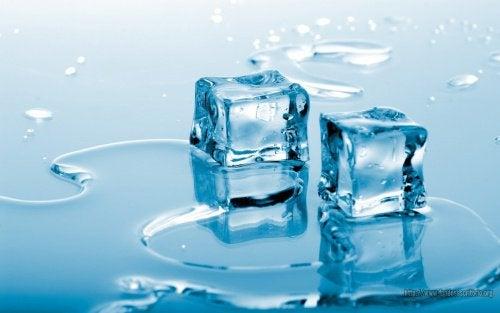 кубики льоду для масажу грудей