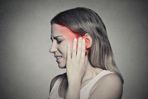 Що спричиняє дзвін у вухах? Природні методи лікування