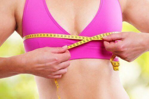 виконуйте вправи для зміцнення грудей