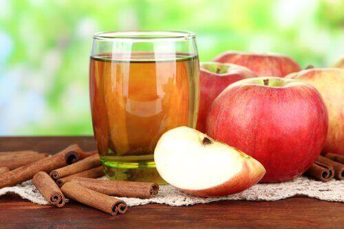 яблучний сік для покращення роботи печінки та жовчного міхура