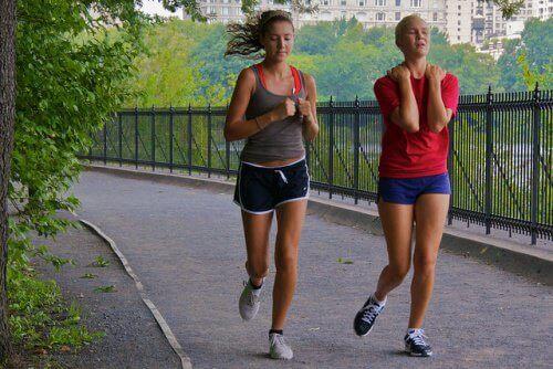 біль під час бігу