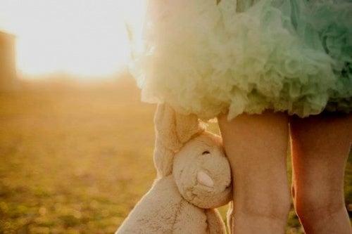 дівчинка з ведмедиком