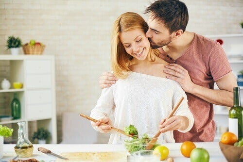пара разом готує