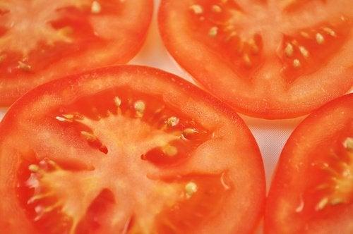 Як зменшити судинні сіточки за допомогою помідорів