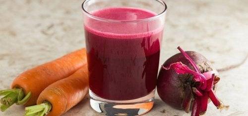 Смузі з буряка та моркви для очищення печінки і крові