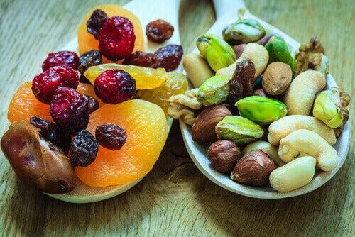 Користь сушених фруктів для кісток