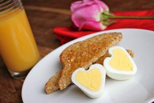 Як приготувати яйця у формі серця?