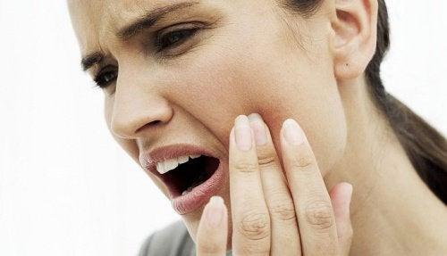 10 натуральнихзасобів для усунення сильного зубного болю