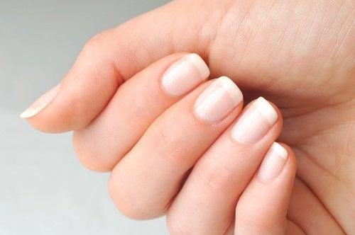 рицинова олія та нігті