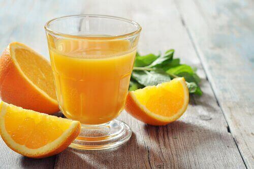 апельсин та апельсиновий сік