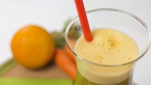 Сік із моркви, апельсина та петрушки для схуднення