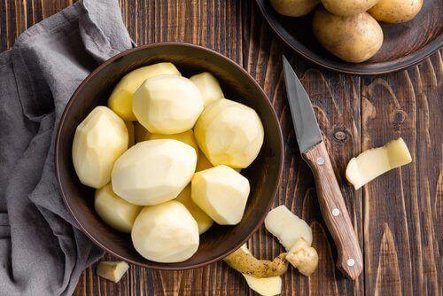 почищена картопля