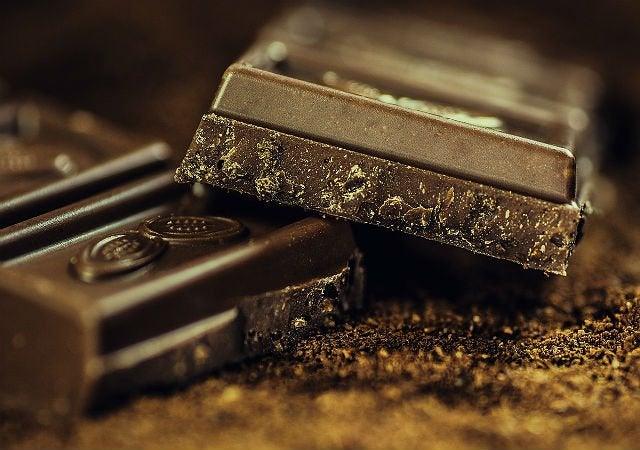 плитка чорного шоколаду