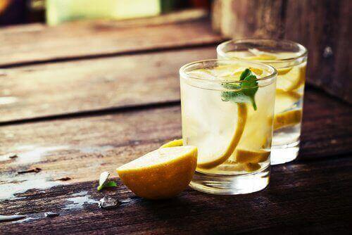 Користь теплої води з лимоном