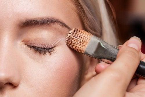 основа під макіяж очей