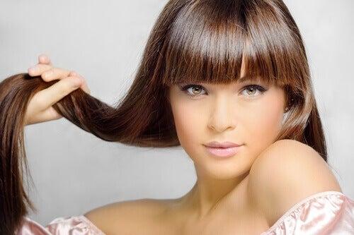 дівчина з чудовим волоссям