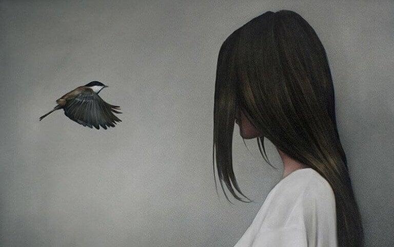 жінка і птаха