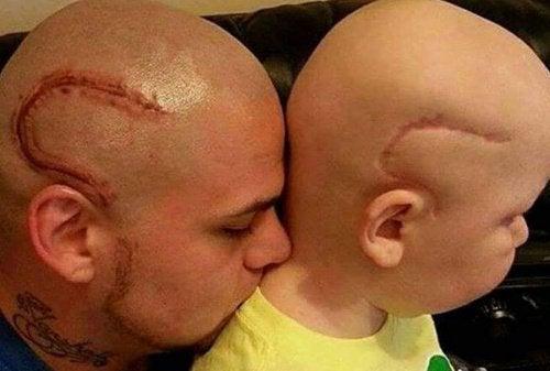 Батько зробив тату, щоб підтримати хворого на рак сина