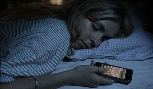 1-sleep-with-phone