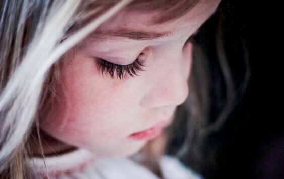 Гіперопіка: як виростити нещасливих дітей