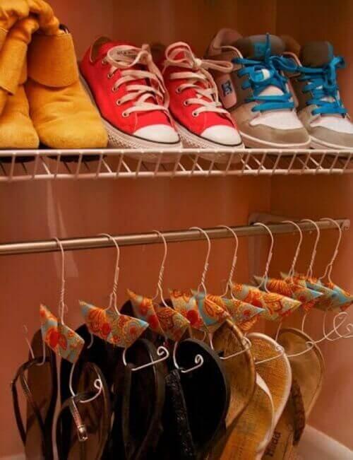 підвішуйте взуття